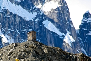 alaska-outhouse