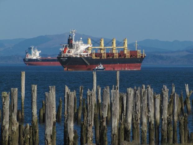 columbia-river-ships