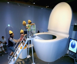 BESTPIX Toilet Themed Exhibition Attracts Visitors
