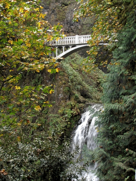 multnomah-falls-bridge